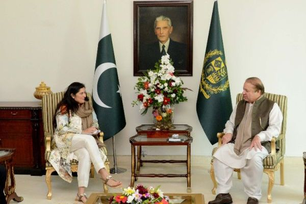 Prime Minister of Pakistan Nawaz Sharif meets Academy Award Winning Filmmaker Sharmeen Obaid Chinoy to discuss Honor Killing in Pakistan