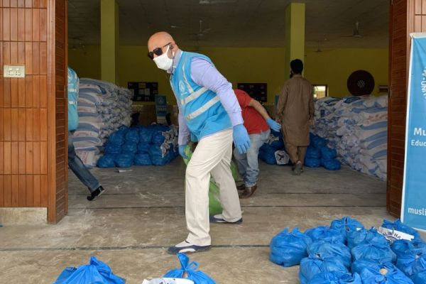 Pakistani community participation in COVID-19-relief efforts