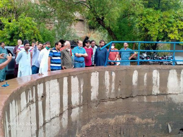 HMC mayor visits various areas of city to review sanitation work
