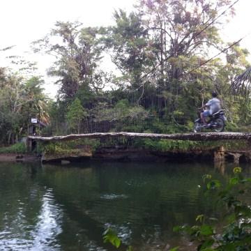 Unpleasant movements on the Bamboo Bridge in Cijulang, Pangandaran