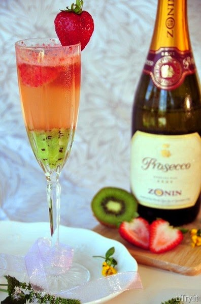 Kiwi-Strawberry Bellini