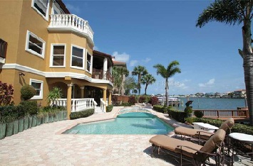 Just Sold for $1.4 Million in Pasadena Yacht & Country Club