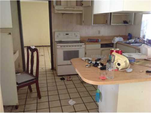 Could this kitchen be any more gross?