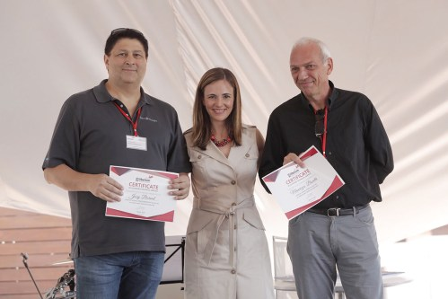 Joey Bernal, from Sensorinsight, and Fausto Distante, from Sidea, receive the certification from Alicia Asín