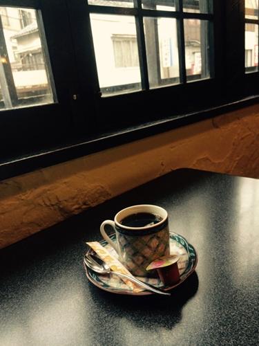 静かにおいしいコーヒーをいただきました