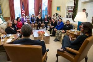 Barack og Michelle Obama diskuterer Affordable Care Act på et møte i Det hvite hus i desember 2013. Foto: Pete Souza.