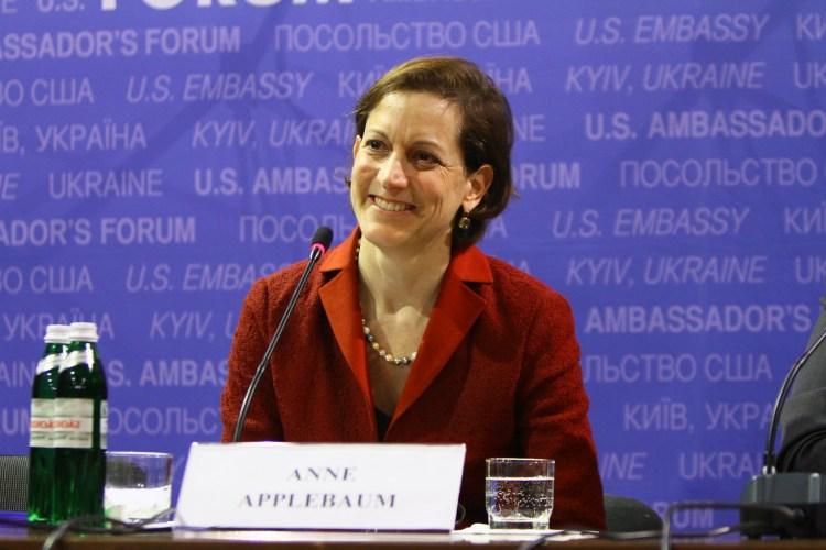 Anne Applebaum på U.S. Ambassadors Forum i Kyiv i 2015. Foto: USAs ambassade i Kyiv, Ukraina.jpg