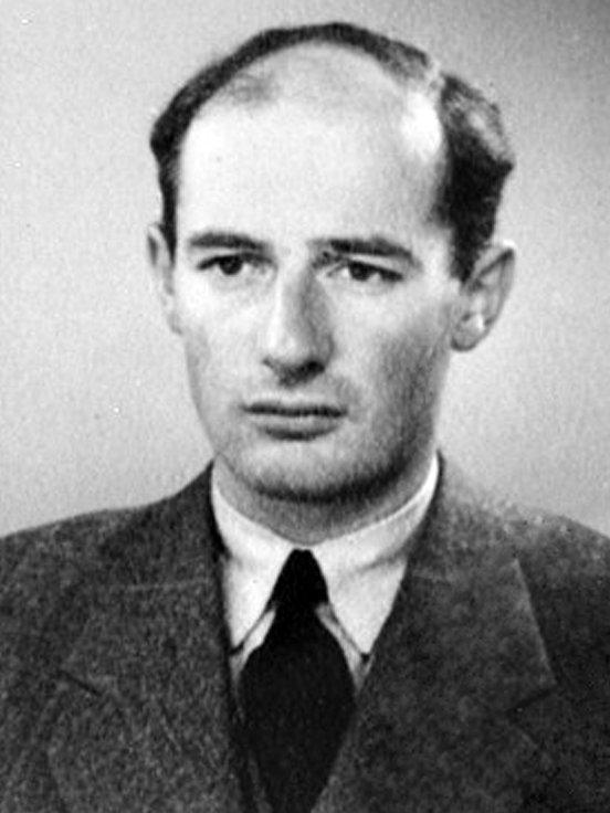 Raoul Wallenberg. Foto: Ukjent. Falt i det fri.