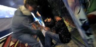Baby gang picchia 15enne