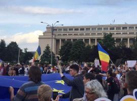 """""""Analfabeta"""", """"Demisia"""" și alte mesaje către premierul Viorica Dăncilă s-au strigat la protestul din Piața Victoriei"""