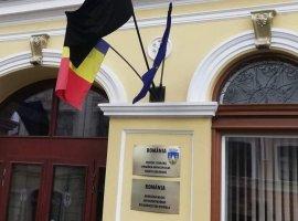 Primăria din Sfântu Gheorghe a arborat steag de doliu de Ziua Imnului Național