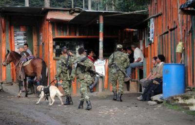 Attività di controllo del corpo militare colombiano nella Valle de Cocora