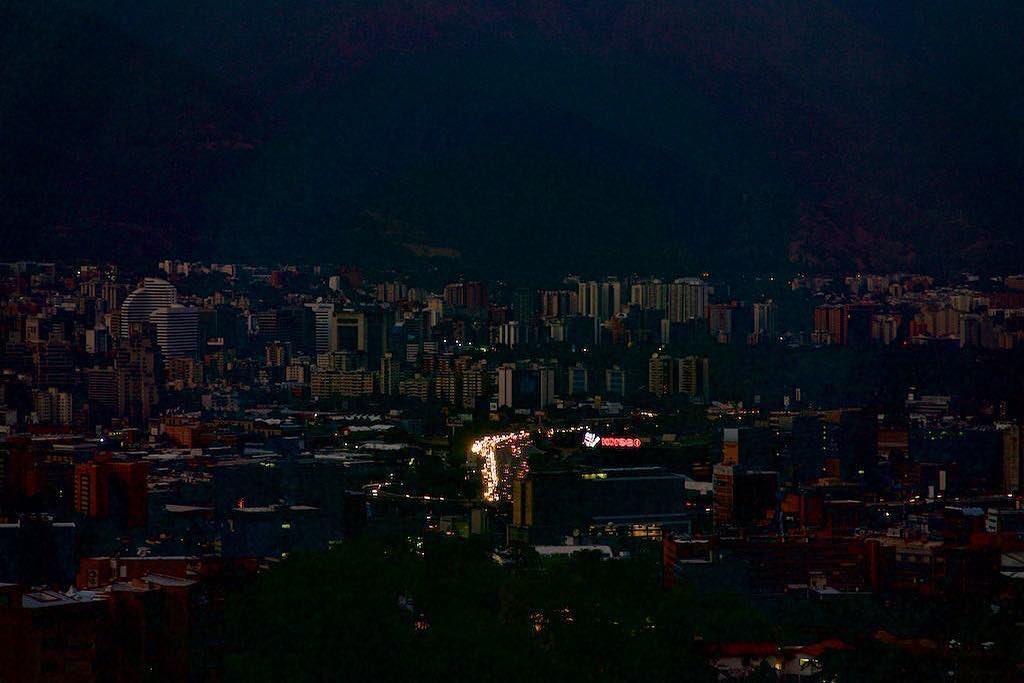 Venezuela è caos: nuovo blackout. L'interruzione ha colpito Caracas e 15 stati