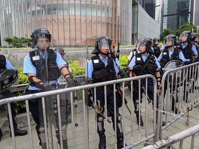 Ancora proteste a Hong Kong, cancellati tutti i voli in partenza