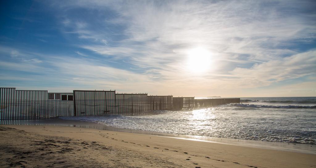 Mexico California border photo