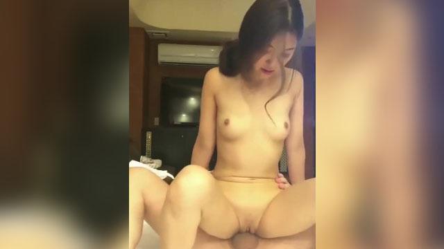 Petite Model niyaya sa Hotel para Iyotin