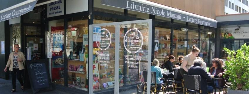 Terrasse et devanture de la librairie Maruani