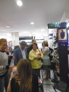 Public assistant à la dédicace de Christine Kerdellant à la librairie Nicole Maruani