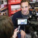Joël Dicker interviewé par BFM à la librairie Maruani