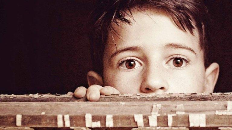 """Dettaglio di copertina di """"Il treno dei bambini"""", di Viola Ardone, pubblicato da Einaudi"""