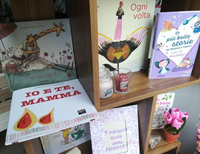 Tanti auguri a tutte le mamme dalla libreria Essai!