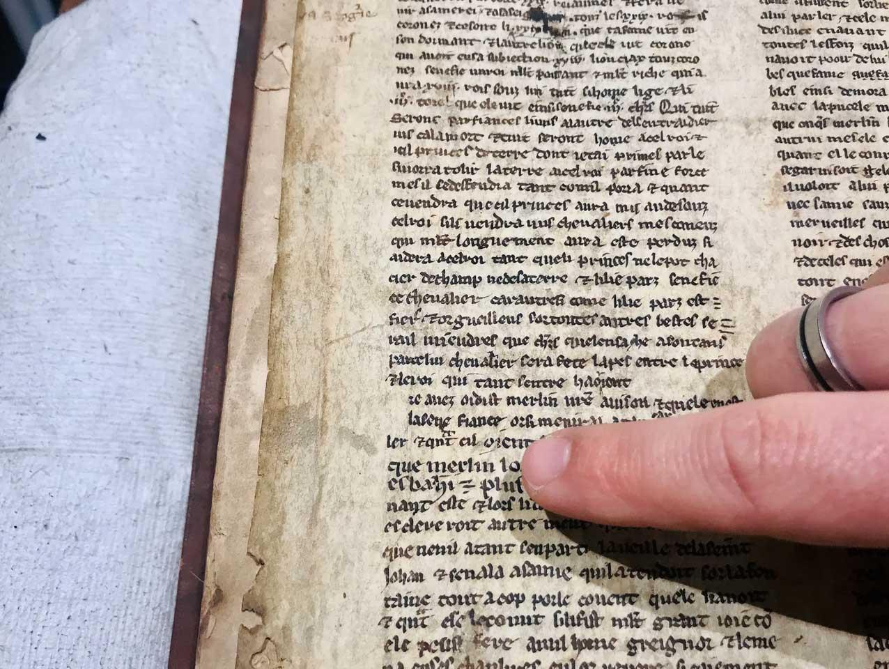 Encuentran unos cuentos medievales sobre el mago Merlín y el Rey Arturo que podrían alterar la leyenda