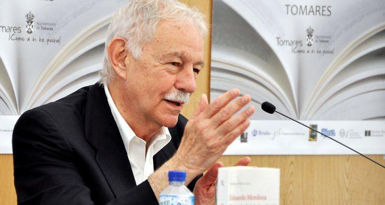Eduardo Mendoza en la Feria del Libro de Tomares