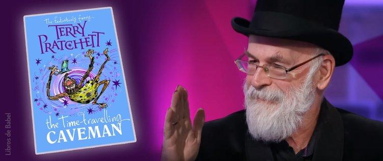 Terry Pratchett con la portada de su próximo libro