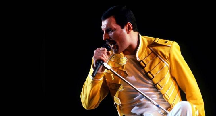 Freddie Mercury durante un concierto.