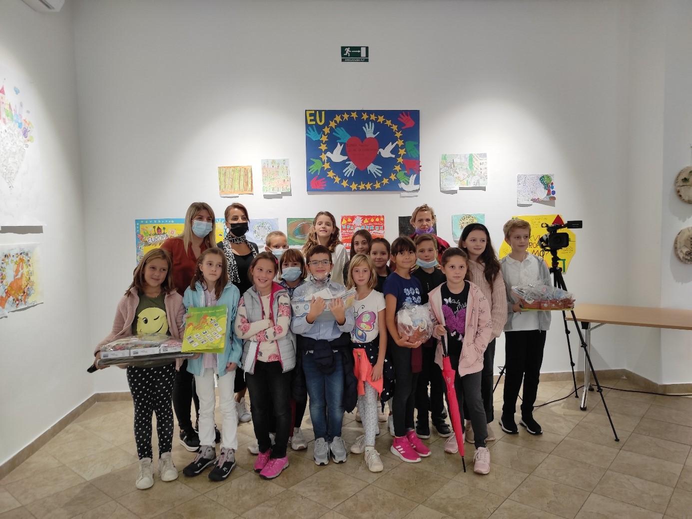 (FOTO) Sjajan uspjeh opatijskih osnovnoškolaca na likovno-literarnom natjecanju