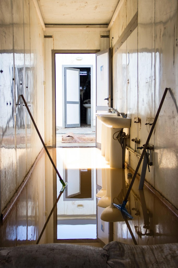 Many of the rooms in the prefabricated buildings are still flooded (Photo: Ibrahim El Mayet)
