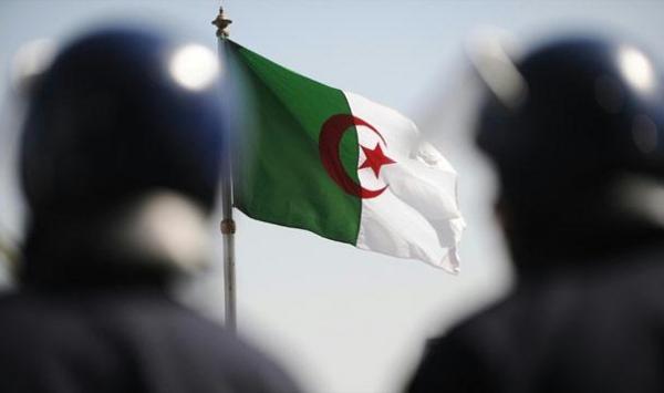 صحف جزائرية: حالة من الاستنفار الأمني أعلنت في البلاد جراء تحرك خلايا داعشية جزائرية