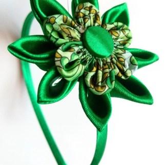 Diadema kanzashi con estampado verde