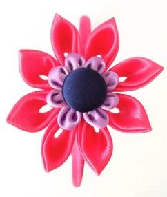 flor kanzashi fucsia botón forrado marino