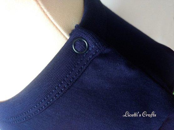 zoom botón en cuello camiseta algodón pima