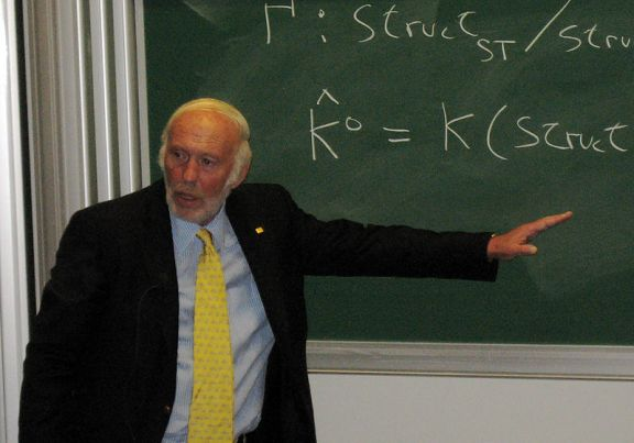 תמונה של ג'יימס סימונס מויקיפדיה