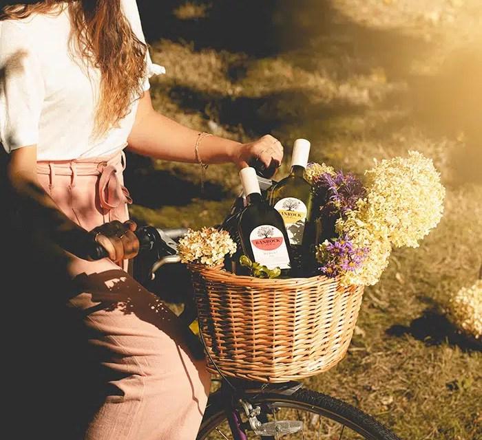 Botellas de vino plásticas aparecen en los estantes británicos