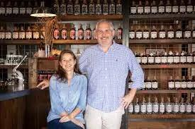 Los creadores de un nuevo brandy de melocotón