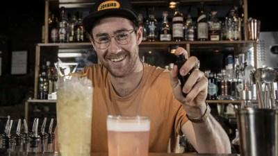 Ollie Margan precursor en la escena del bar australiano