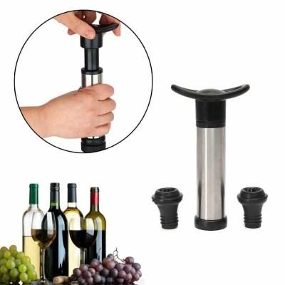 una botella de vino abierta