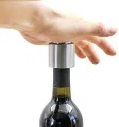 botella de vino abierta