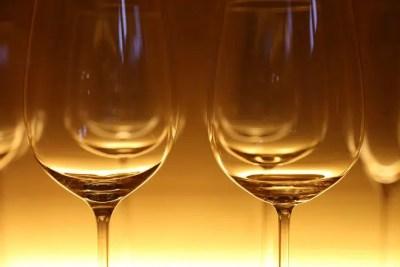Servir el vino en copa