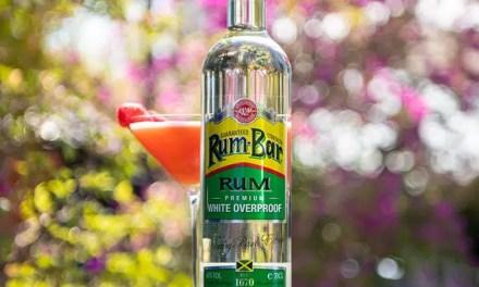 El Ron Blanco Overproof 'Rum-Bar' puede parecer intimidante