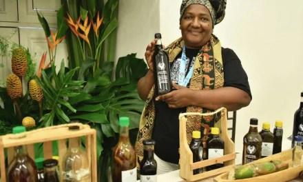 El viche, la bebida tradicional del Pacífico declarada patrimonio cultural