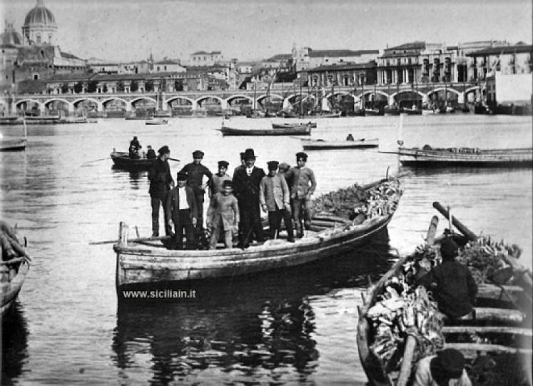 Catania-Archi-della-marina-porto-di-catania-1900_lidea