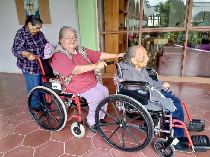 Resultado de imagen para adultos mayores con discapacidad