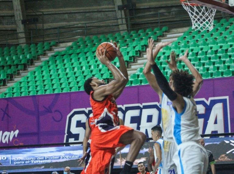 Cangrejeros got its first win against Cóndores