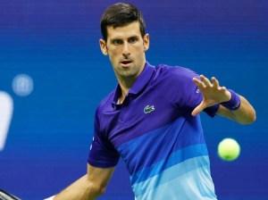 Djokovic vence cómodamente al juvenil Rune