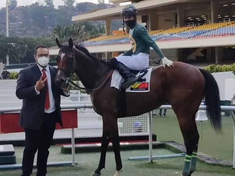 Jockey Yoalbert Franco took the rhythm in La Rinconada