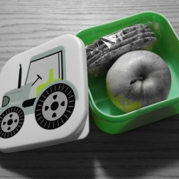 Wenn diese Box bereit gemacht wird, dann weiss Mini-Me. Juhu! Heute ist Spielgruppen Morgen.